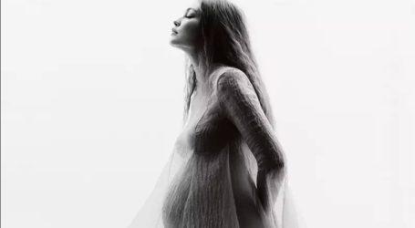 Η Gigi Hadid δημοσίευσε φωτογραφίες με φουσκωμένη κοιλίτσα λίγο πριν γεννήσει