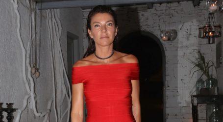 Μαρίνα Βερνίκου: Βραδινή εμφάνιση με casual look στα νότια προάστια
