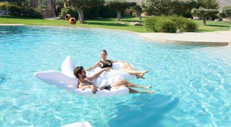 GNTM: Βίκυ Καγιά και Γιώργος Καράβας δίδαξαν τους διαγωνιζόμενους πώς να ποζάρουν μέσα στην πισίνα!