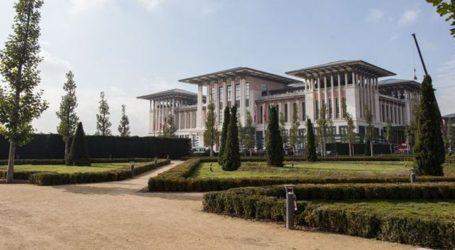 Τα παλάτια που χτίζει ενώ η οικονομία καταρρέει