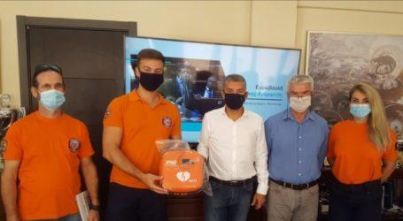 Η Περιφέρεια Θεσσαλίας προσέφερε απινιδωτή στην ΕΠΟΜΕΑ Λάρισας
