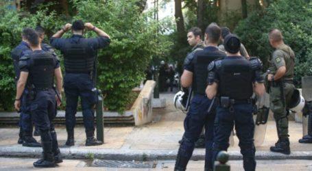 Πέταξαν μπουκάλια στους αστυνομικούς στα Φάρσαλα επειδή τους είπαν να κάνουν ησυχία