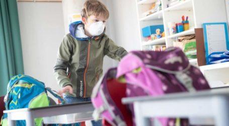 Με χειρουργικές μάσκες ξεκινά η σχολική χρονιά στη Λάρισα – Εντός της εβδομάδας έρχονται οι πάνινες