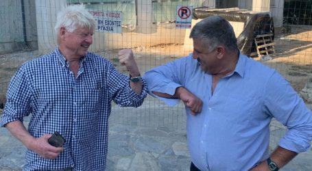 De facto… δημότης Νοτίου Πηλίου ο Στάνλεϊ Τζόνσον: Αναμένουμε τον Βρετανό πρωθυπουργό!