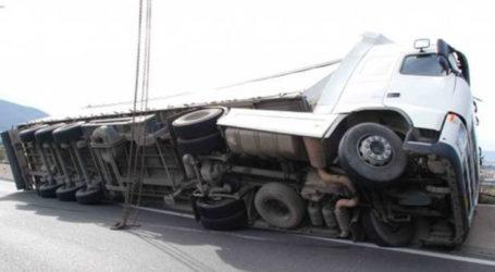 «Τούμπαρε» φορτηγό έξω από τη Λάρισα – Τρεις τραυματίες στο Πανεπιστημιακό Νοσοκομείο