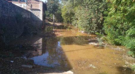 """Λάρισα: """"Φούσκωσε"""" ο Πηνειός – Φερτά υλικά στο ποτάμι (φωτο – βίντεο)"""