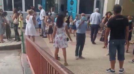 Βόλος: Γονείς εναντίον του διευθυντή για τις μάσκες στο 25ο νηπιαγωγείο – Δείτε το βίντεο