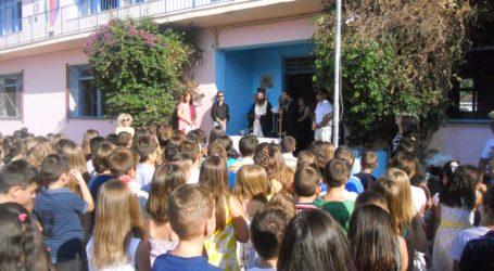 Σχολεία: Σύγχυση με το πρώτο κουδούνι της χρονιάς – Το πρόγραμμα της πρώτης μέρας