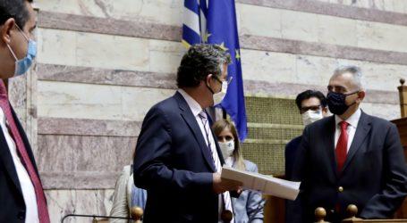 """Χαρακόπουλος στη Βουλή: """"Καρότο και μαστίγιο"""" για τις επιστροφές μεταναστών"""