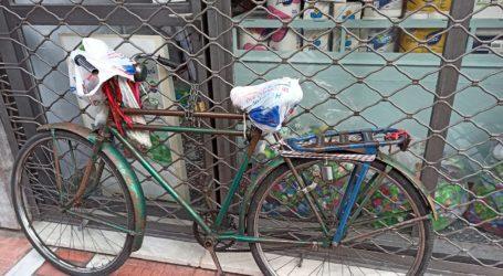 Βόλος: «Εγκλωβίστηκε» έξω από το κατάστημά της εξαιτίας ενός… ποδηλάτου!