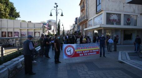 Διαμαρτυρία έξω από το αρχαίο θέατρο της Λάρισας για την κατάσταση στην παιδεία (φωτό)