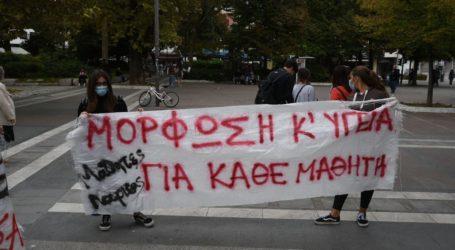 Μαθητές των υπό κατάληψη σχολείων διαδηλώνουν στην Κεντρική Πλατεία