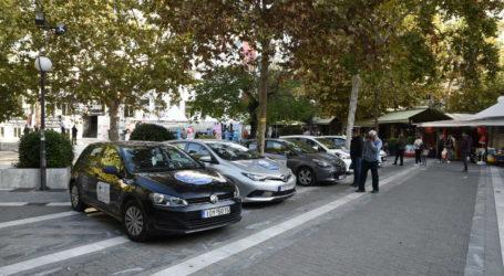Κορωνοϊός: Μεγάλη ουρά στην πλατεία Ταχυδρομείου από Λαρισαίους για να κάνουν το rapid test! (φωτό)