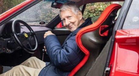 80χρονος συνεχίζει να οδηγεί καθημερινά τη Ferrari του (+video)