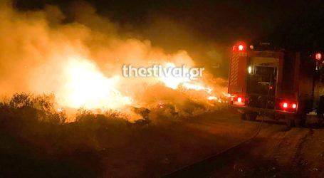 Πυρκαγιά σε παράνομη χωματερή στη Θεσσαλονίκη