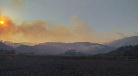 Συνεχίζεται η μάχη για την κατάσβεση της πυρκαγιάς στις Βολίμες