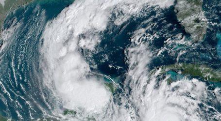 Ο κυκλώνας Δέλτα ενισχύθηκε σε κατηγορία 4 και προσεγγίζει το Μεξικό
