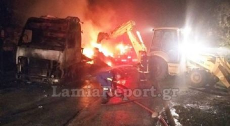 Νταλίκα τυλίχτηκε στις φλόγες στα Καμένα Βούρλα