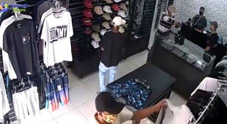 Η στιγμή που επιχειρηματίας βγάζει πιστόλι και σκοτώνει τρεις ληστές
