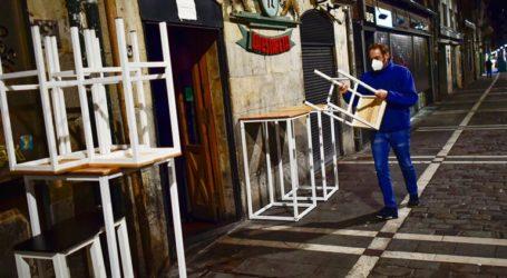 Η Καταλονία κλείνει μπαρ και εστιατόρια για 15 ημέρες