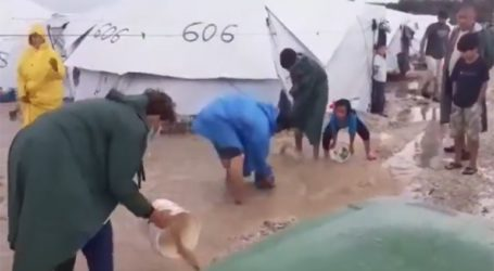 Ντροπιαστικές εικόνες από τον πλημμυρισμένο καταυλισμό του Καρά Τεπέ