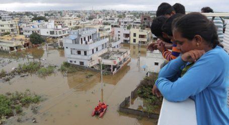Τουλάχιστον 60 νεκροί από καταρρακτώδεις βροχοπτώσεις