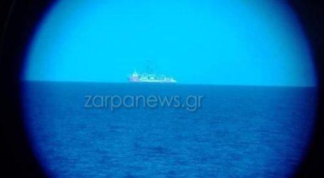 Εικόνες από το τουρκικό γεωτρύπανο Κανουνί, που πλέει συνοδεία πολεμικών σκαφών