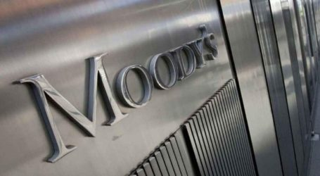 Ο οίκος αξιολόγησης Moody's μείωσε το αξιόχρεο της Βρετανίας κατά μία βαθμίδα