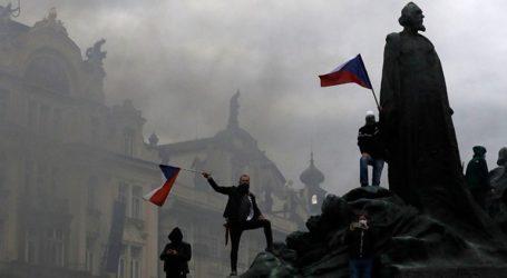 Επεισόδια σε διαδήλωση κατά του υπουργού Υγείας και των μέτρων για τον Covid-19