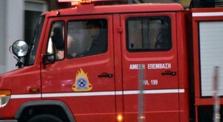 Υπό μερικό έλεγχο η φωτιά στην πλατεία Κολιάτσου