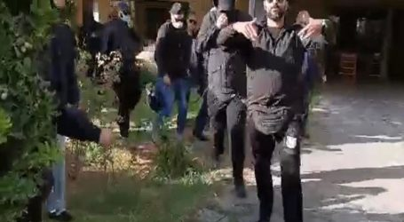 Ύβρεις και προπηλακισμοί κατά δημοσιογράφων έξω από το σπίτι του Μιχαλολιάκου