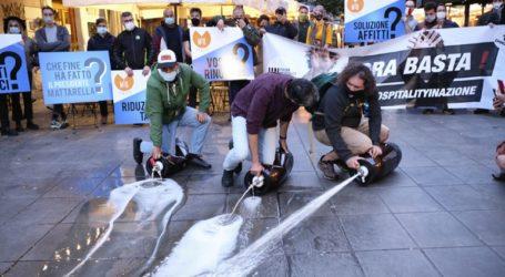 Διαμαρτυρίες στη Νάπολη κατά της απαγόρευσης κυκλοφορίας