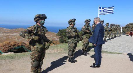 Ο Ο υφ. Εθνικής ΆμυναςΑλκιβιάδης Στεφανής σε στρατόπεδα της Λήμνου