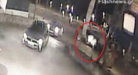 H στιγμή της σφοδρής σύγκρουσης δύο αυτοκινήτων έξω από το Πολυτεχνείο Κρήτης