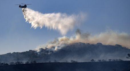 ΗΠΑ: Μεγάλη πυρκαγιά σε θαμνώδη έκταση στην Καλιφόρνια