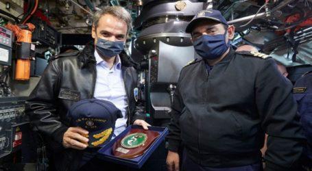 Ο Μητσοτάκης επισκέφτηκε το υποβρύχιο «Κατσώνης» στη βάση της Σούδας