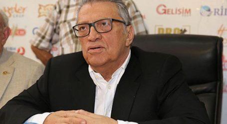 Απεβίωσε ο πρώην πρωθυπουργός της Τουρκίας Μεσούτ Γιλμάζ