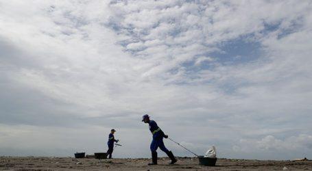 Χιλιάδες κάτοικοι απομακρύνονται από τα σπίτια τους καθώς πλησιάζει ο ισχυρότερος τυφώνας της χρονιάς