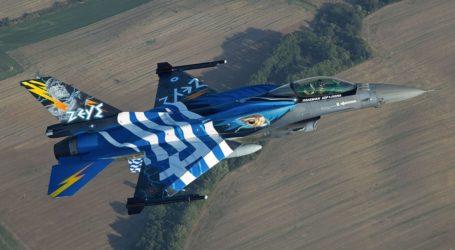 """28η Οκτωβρίου: Zεύγη μαχητικών F-16 """"σκίζουν"""" τον ουρανό της Λάρισας"""