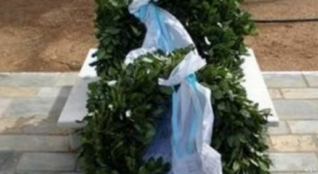 ΕΚΝΛ: Κατάθεση στεφάνου για την 76η επέτειο Απελευθέρωσης της Λάρισας