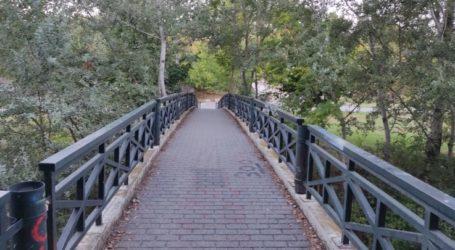 Αυτοφωτιζόμενη επιφάνεια στην πεζογέφυρα που συνδέει τη συνοικία των Αμπελοκήπων με το Αλκαζάρ και το Κηποθέατρο (φωτό)
