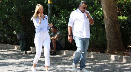 Στέλλα Δημητρίου: Βόλτα στο κέντρο της πόλης με τον μέλλοντα σύζυγό της