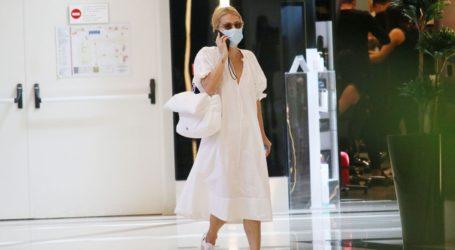 Μαρία Ηλιάκη: Βόλτα στα μαγαζιά με total white look