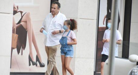 Χρήστος Χωμενίδης: Βόλτα στο κέντρο της πόλης με την κόρη του, Νίκη
