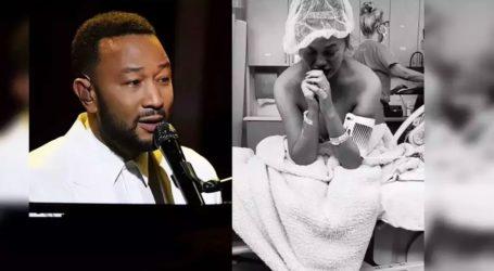 Η συγκινητική στιγμή που ο John Legend αφιερώνει ένα τραγούδι στην Chrissy Teigen για τον χαμό του μωρού τους
