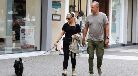 Μαρία Μπεκατώρου: Βόλτα με τον σύζυγο της στη Γλυφάδα!