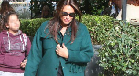 H Σήλια Κριθαριώτη μόλις φόρεσε ένα από τα πιο stylish πανωφόρια της σεζόν