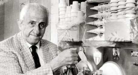 Σαν σήμερα: Πέθανε ο Ελληνοαμερικανός που άλλαξε τον τρόπο που τρώμε παγωτό