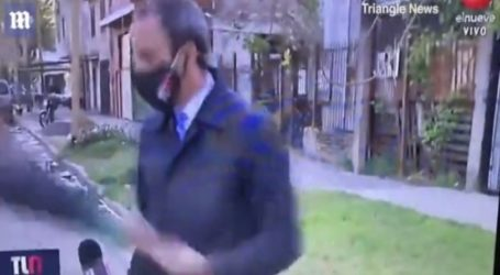 Κλέφτης άρπαξε το κινητό δημοσιογράφου σε ζωντανή σύνδεση και άρχισε να τον κυνηγάει (vid)
