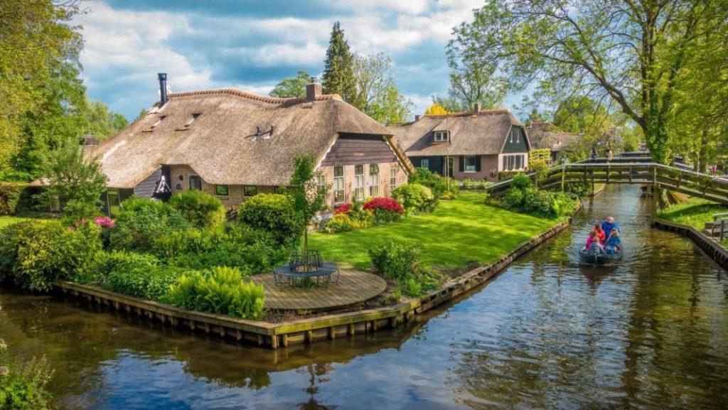 giethoorn holland houses1 1068x602 1